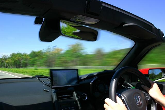 高齢者による運転事故の問題が、介護業界の人手不足を解決する?