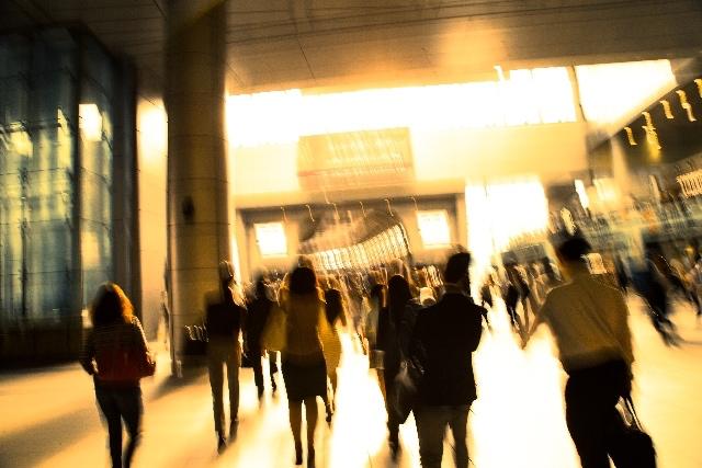集団浅慮(集団思考 / groupthink)8つの兆候、代表的な批判、日本の特徴について