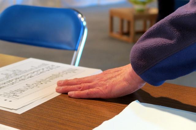 働く高齢者は872万人(高齢者の24.5%)