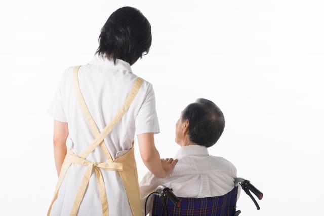 介護業界を離れたい?介護施設職員の64.5%