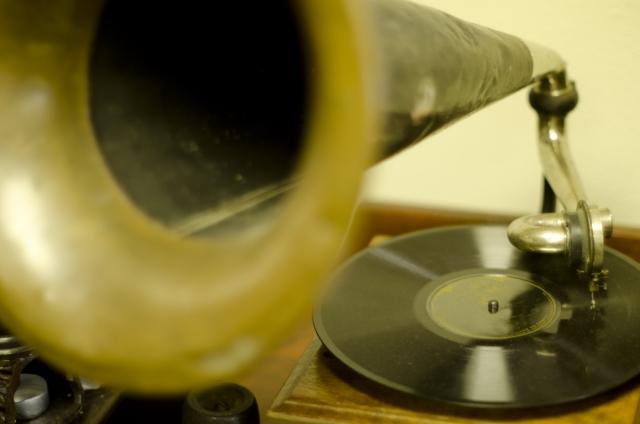 蓄音機を使った音楽療法?認知症への対応として