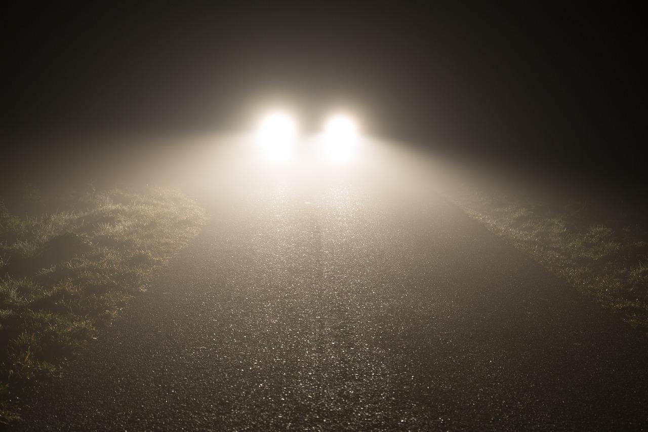自動車のヘッドライトの自動点灯が義務化される?その功罪について