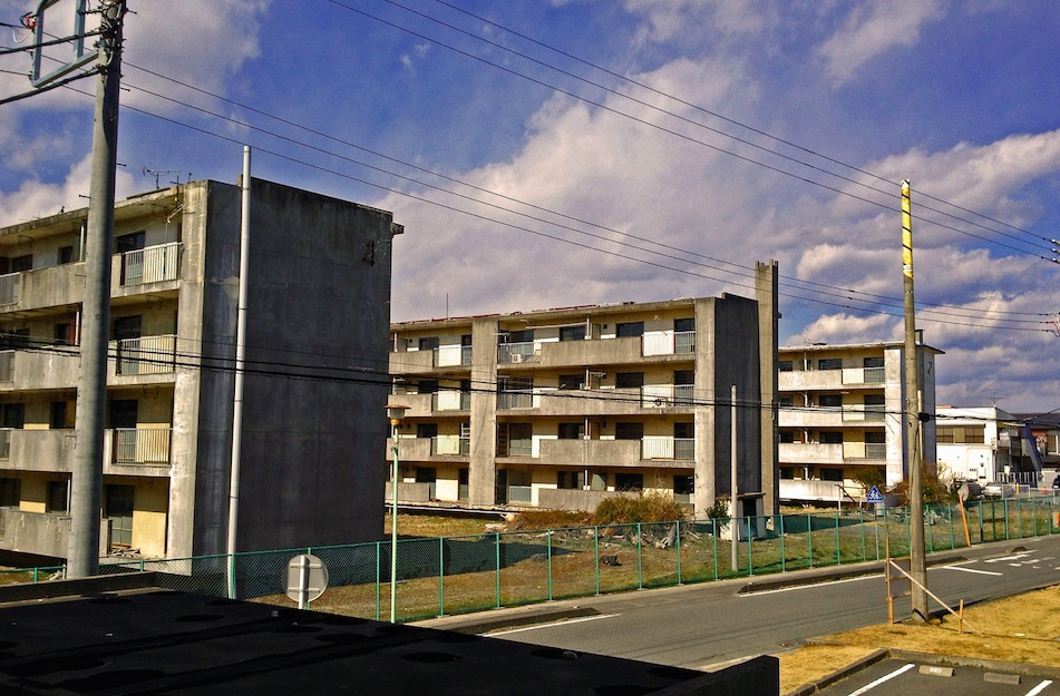 公営住宅への助成を増やすべき理由;貧困対策の本丸として(ハウジング ...