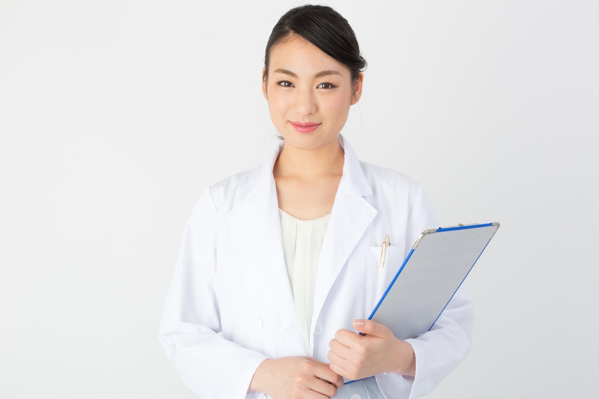 西日本の人は、東日本の人よりも病院に行く回数が多い?