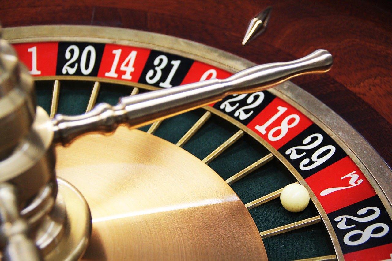 【危険】なぜいま「カジノ解禁法案」なのか?フリードマン・サベージ・モデル(Friedman=Savage Model)が教えてくれること