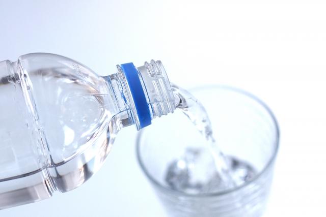 吐いたら、すぐに水分補給はダメ?高齢者の嘔吐への対応について