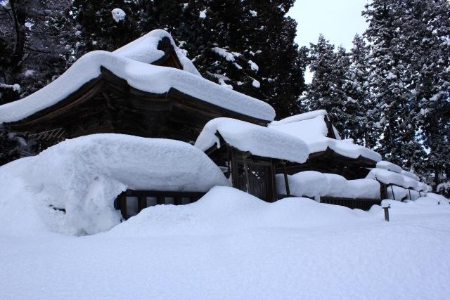 大雪が訪問介護を阻害する?無届けの介護ハウス急増の背景